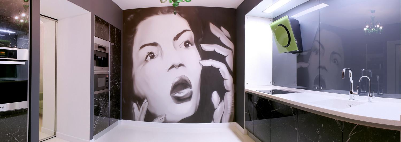 Просторная ванная комната после ремонта 1